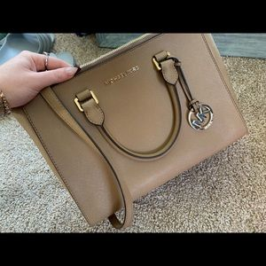 Michael Kors Bags - Perfect condition Michael kors purse